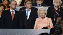 Nietos vacilan a la reina Isabel II - Noticias de daniel cambridge
